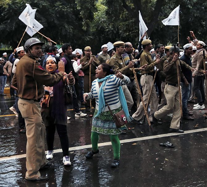 AAP supporters argue with a policeman during the protest