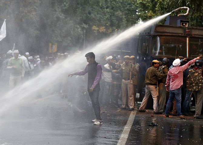 Police use water cannon to disperse AAP supporters