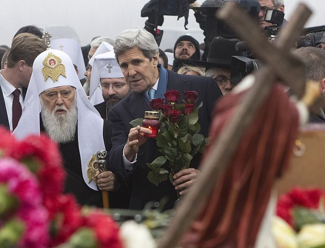 US Secretary of State John Kerry lays roses atop the Shrine of the Fallen in Kiev.