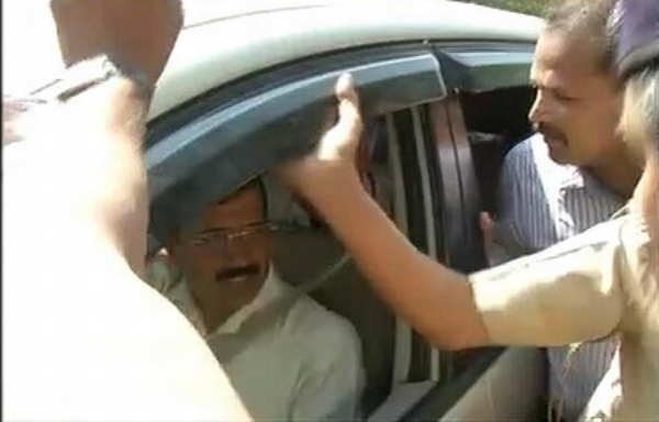 Arvind Kejriwal stopped by the Gandhinagar police