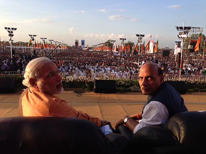 Rajnath Singh and Narendra Modi during a Yuva Kamal Conference at Tiruchirappalli, Tamil Nadu