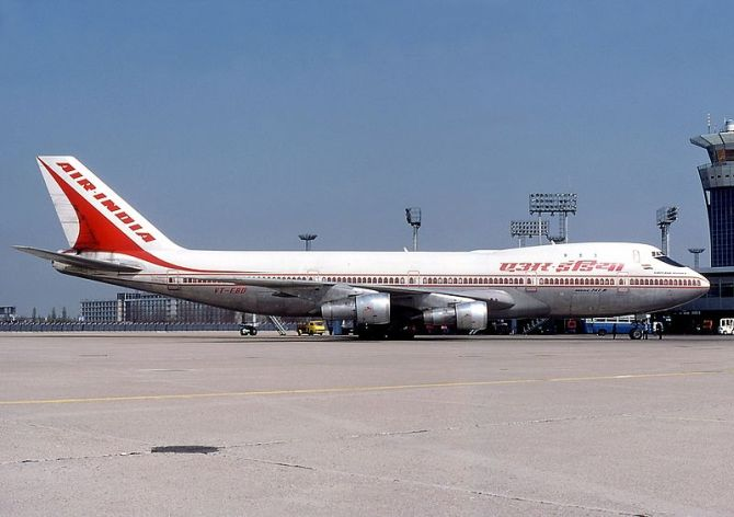 An image of the aircraft Ashoka at Paris-Orly Airport on January 1, 1976, two years before the accident.