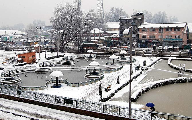 PICS: Spring delayed, it's March and still snowing in Kashmir