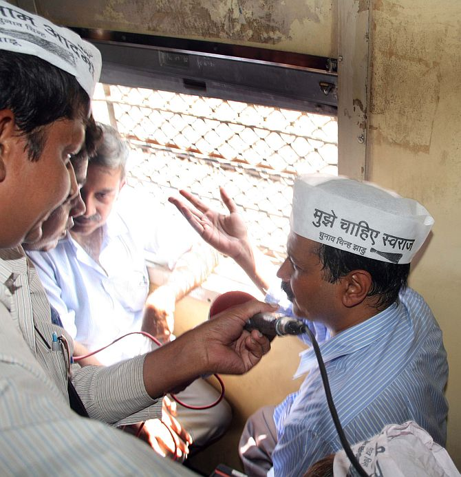 AAP leader Arvind Kejriwal interacts with people on the local train from Andheri to Churchgate