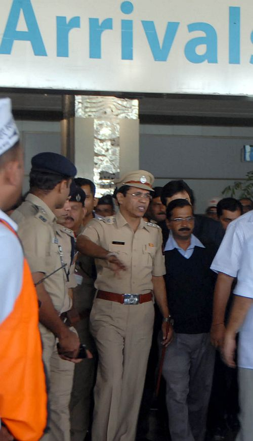 AAP leader Arvind Kejriwal at the Mumbai airport