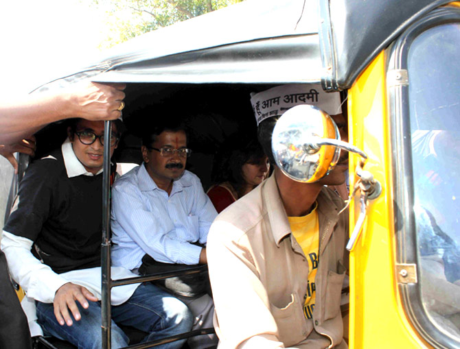 Arvind Kejriwal takes an autorickshaw from Mumbai airport to the Andheri railway station.