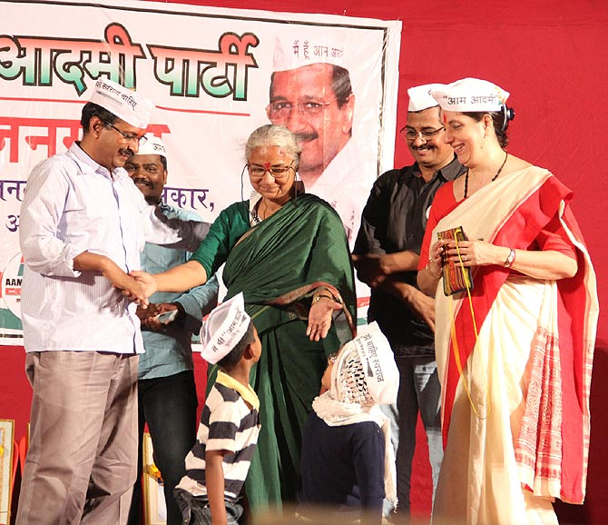 Arvind Kejriwal, Medha Patkar and Meera Sanyal at a rally in Vikhroli, North Mumbai.