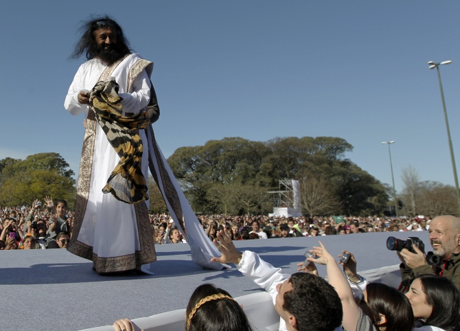 Sri Sri Ravi Shankar acknowledges his followers before an open-air meditation day organized by the Art of Living foundation in Buenos Aires.