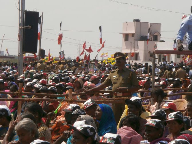 The crowds kept roaring 'yes' everytime they were asked if they will throw the UPA and DMK out.