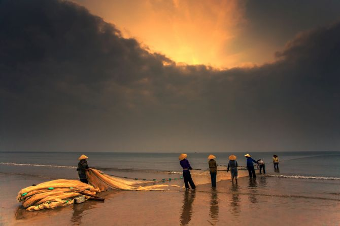 National Award, 1st place in Vietnam: 'Morning Fishing' by Trinh Xuan Hai