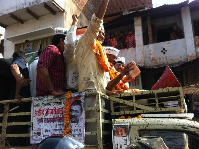 AAP leaders Manish Sisodia and Kejriwal during the Varanasi rally