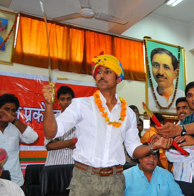 Rajvardhan Rathore campaigns in Jaipur