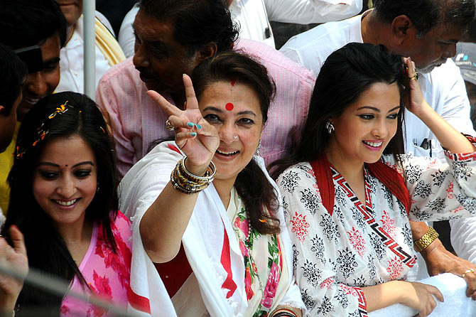 Raima Sen, left, with her mother Moon Moon Sen, the Trinamool Congress candidate from Bankura, and her sister Riya, right.