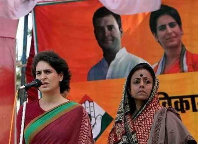 Priyanka Gandhi campaigns alongside Ameeta Singh in Amethi in the 2009 election.