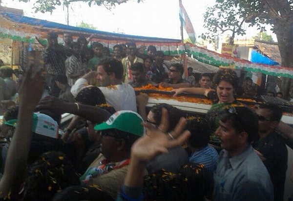 On the eve of Modi's visit, Rahul and Priyanka Gandhi hold a roadshow in Amethi