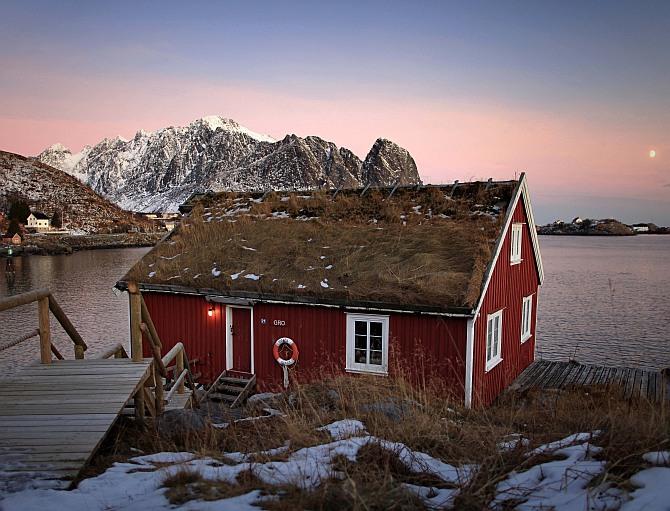 Red Rorbu Hut