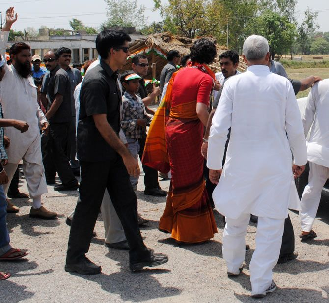 Priyanka Gandhi arrives at Fauji Chauraha in Amethi.