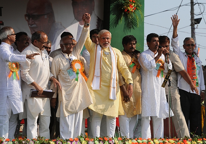 Modi with local BJP leaders at the rally