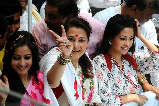 Moonmoon Sen with her two daughters campaigns in Bankura