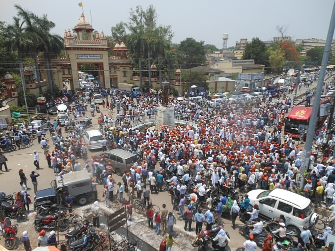 Chaos outside BHU in Varanasi