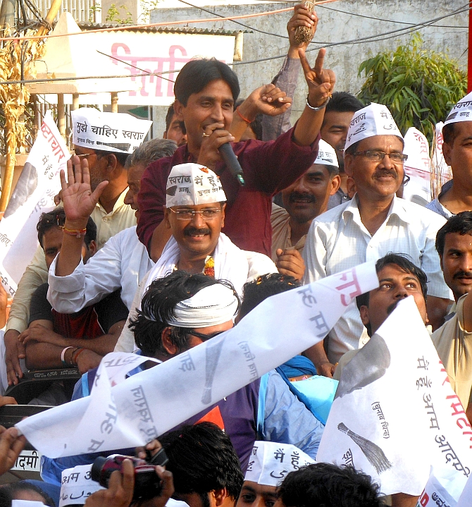 AAP's Kejriwal, Kumar Vishwas during the roadshow