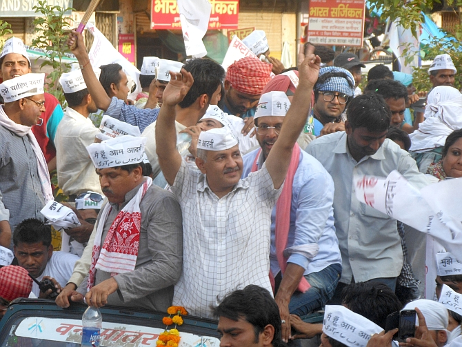 AAP leaders Manish Sisodia, Javed Jafri participate in the roadshow