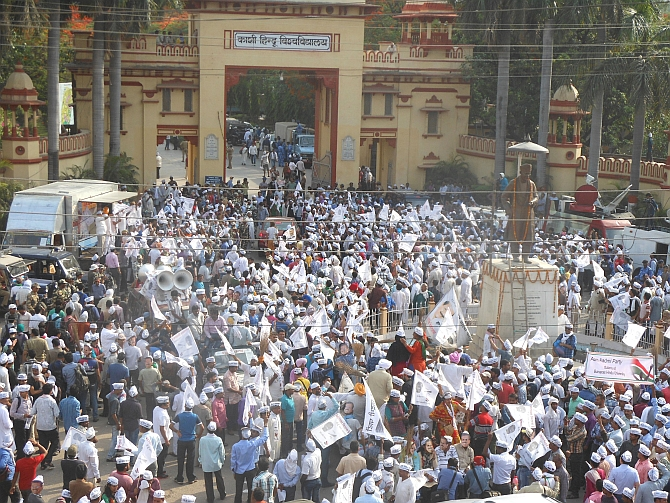 Thousands of AAP supporters gather outside the Banaras Hindu University