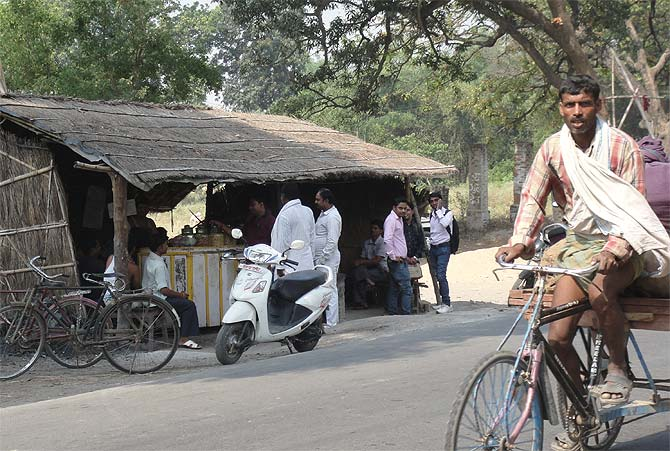 People at a tea shop near Dighwara.