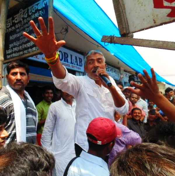 JD-U's Prakash Jha campaigns in Bihar's Bettiah