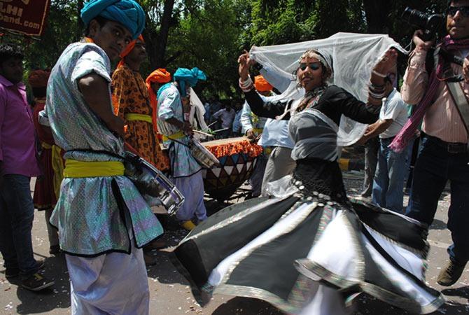 NaMo <I>bhakts</I> party on the streets