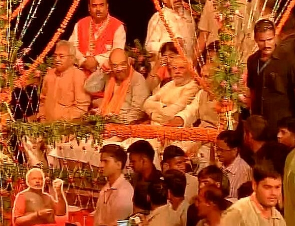 Narendra Modi along with BJP leaders during the Ganga aarti at Dashashwamedh Ghat