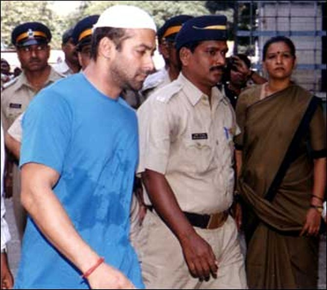 Salman Khan being escorted by the cops after the incident in 2002.