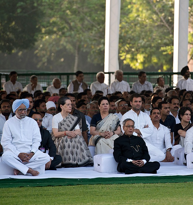 President Pranab Mukherjee, Congress president Sonia Gandhi and other members of her party at Vir Bhoomi