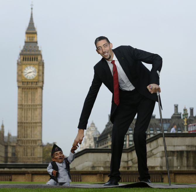India News - Latest World & Political News - Current News Headlines in India - When the world's tallest man met the shortest man