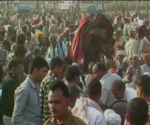 India News - Latest World & Political News - Current News Headlines in India - 1 dead in blanket distribution programme in UP