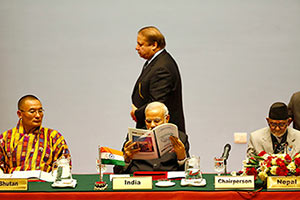 Modi and Sharif ignore each other at the SAARC summit.