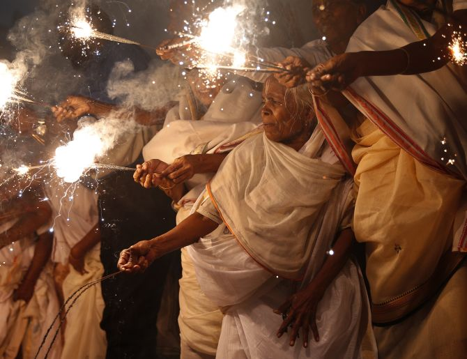 India News - Latest World & Political News - Current News Headlines in India - Let there be light: Vrindavan widows celebrate Diwali