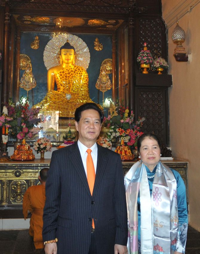 Vietnam PM Nguyen Tan Dung visited the Mahabodhi Temple in 2014.
