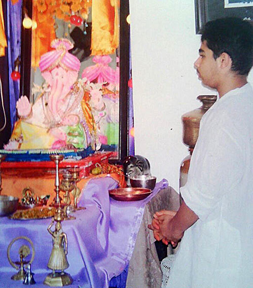 Young Arnav Thakker prays to Lord Ganesha