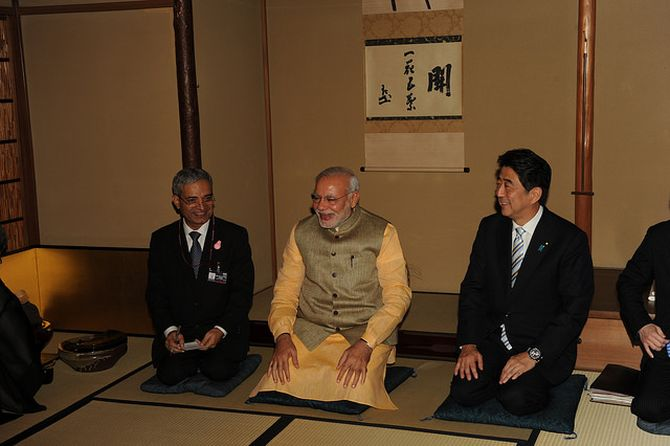 Prime Minister Narendra Modi and Japanese Prime Minister Shinzo Abe at a tea ceremony at the Omotesenke Tokyo Hall, September 2, 2014. Photograph: MEA/Flickr