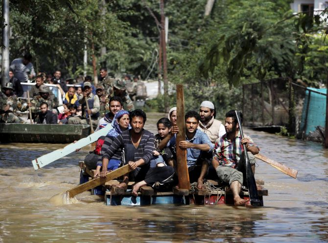 India News - Latest World & Political News - Current News Headlines in India - Homeless, hungry and thirsty: Woes continue for Kashmir's locals