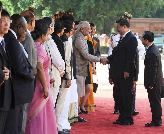 Prime Minister Narendra Modi greets Chinese President Xi Jinping at the ceremonial reception at Rashtrapati Bhavan, September 18, 2014. Photograph: MEA/Flickr