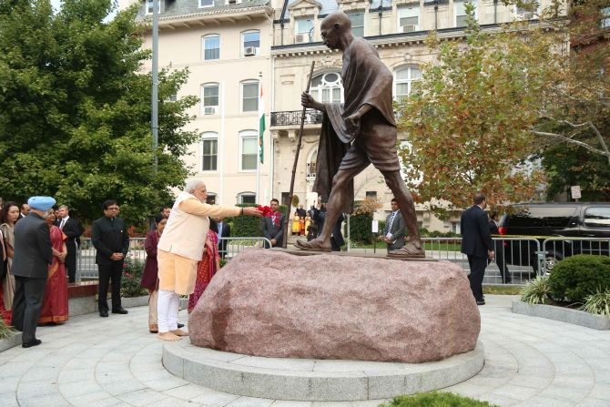 India News - Latest World & Political News - Current News Headlines in India - PM Modi pays tributes at Gandhi's statue in Washington