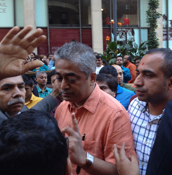 Rajdeep Sardesai being confonted by the hecklers. Photograph: Suman Guha Mozumder/Rediff.com