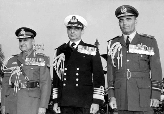 Former Air Chief H Moolgavkar (right)