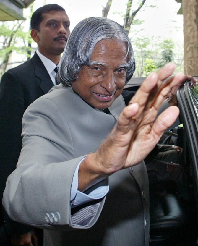 Then President Kalam waves to students during his visit to the state university in Quezon City, north of Manila.
