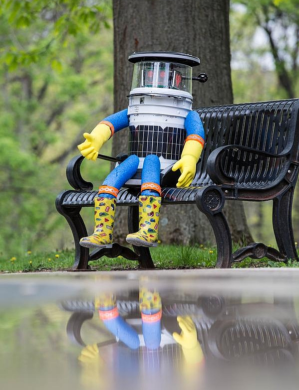 India News - Latest World & Political News - Current News Headlines in India - This cute hitchhiking robot didn't last 2 weeks in US