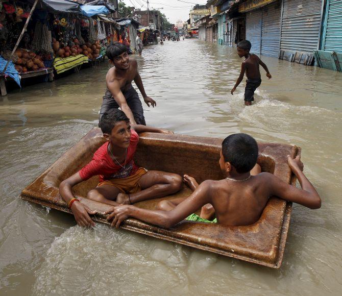 India News - Latest World & Political News - Current News Headlines in India - West Bengal, Gujarat, Odisha, Rasjasthan experience nature's wrath
