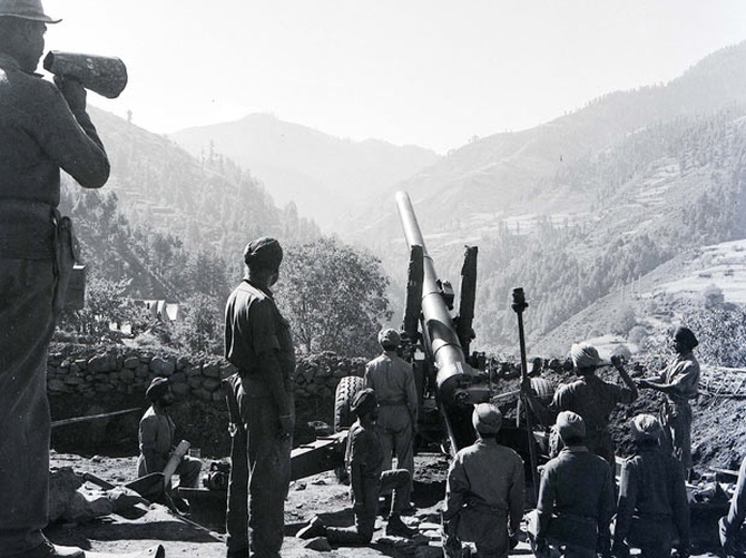 Artillery guns in action in Uri, Poonch sector