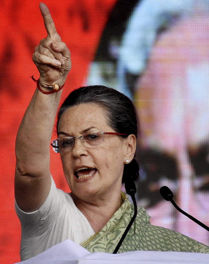 India News - Latest World & Political News - Current News Headlines in India - Modi Sarkaar has done nothing other than 'show-baazi': Sonia